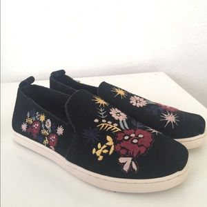 New Embroidered Toms
